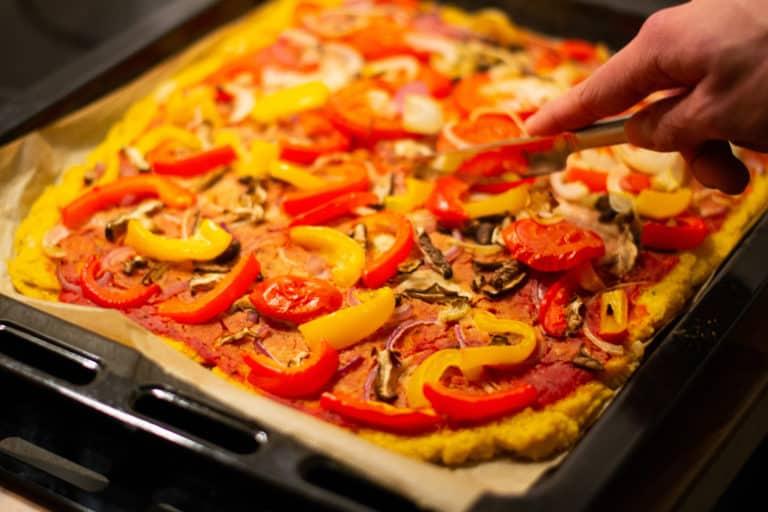 Polenta-Pizza – einfach, vegan, lecker
